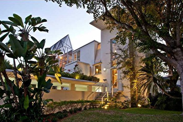 Palm Beach modern homes by modern architecture specialist and real estate agent Tobias C. Kaiser