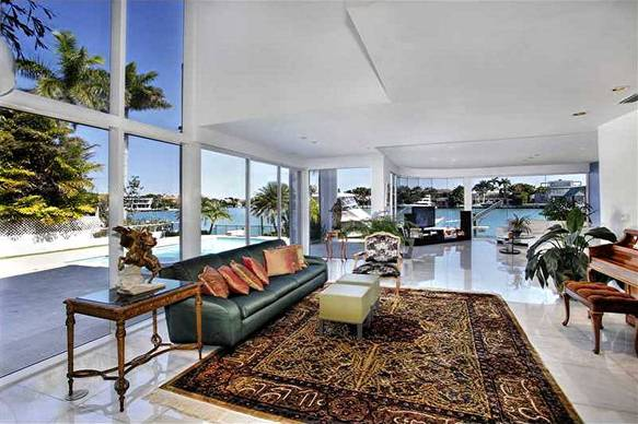 Palm Beach modern architecture by real estate broker and modern home specialist Tobias Kaiser