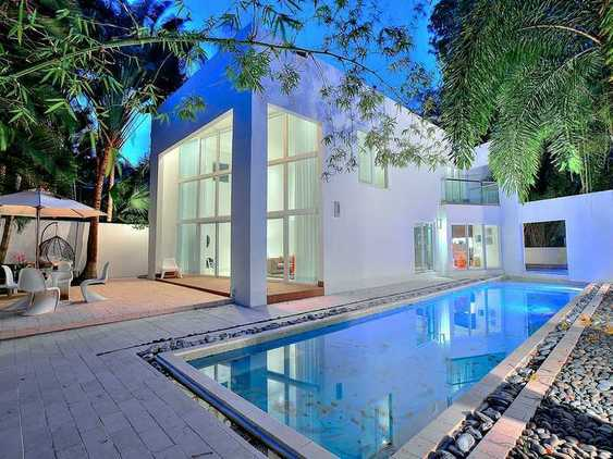 Modern Florida waterfront homes by real estate agent Tobias Kaiser